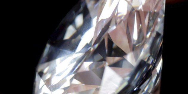 Robo de diamantes valorados en 37 millones de euros en plena pista del aeropuerto de