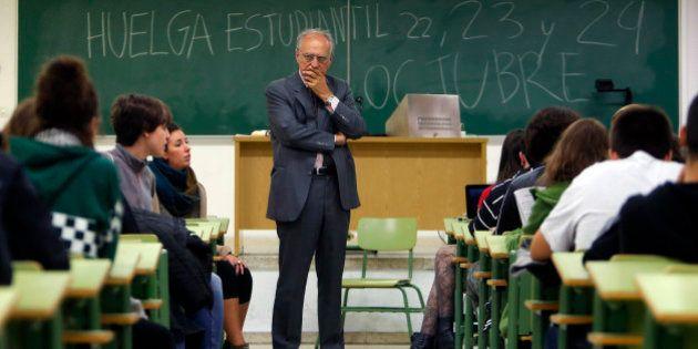 Los universitarios recibirán 300 euros menos de beca este curso, según