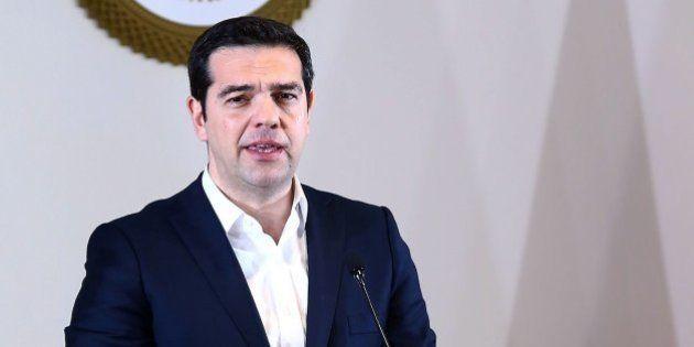 Tsipras, molesto con Tusk por alentar el cierre de fronteras en los