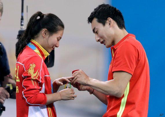 Una saltadora china recibe una propuesta de matrimonio tras ganar la