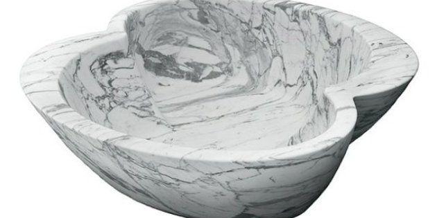 Muebles de Brat Pitt: el actor diseña piezas de lujo como una bañera de mármol para dos