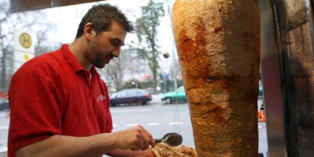 Hallan carne de cerdo en varias muestras de kebabs de ciudades