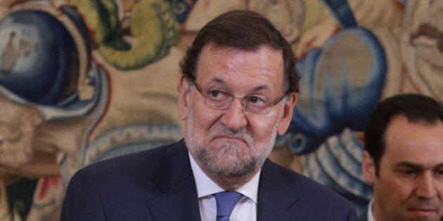Esto dice Rajoy a los que le critican por leer el