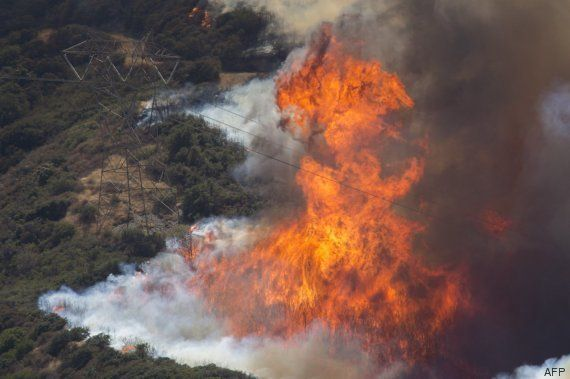 El incendio sin control en California arrasa ya 10.300