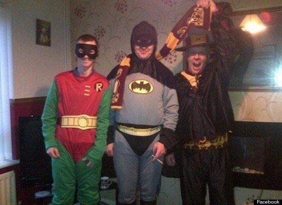 El Batman de Bradford se quita la máscara: es un repartidor de comida