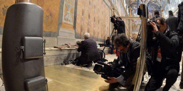 La Capilla Sixtina se prepara para el cónclave de elección del nuevo papa