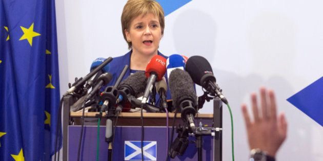Sturgeon afirma que no le