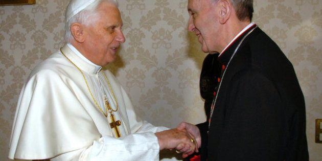 Jorge Mario Bergoglio, papa Francisco I: Cuestionado por su papel en la dictadura y lector de