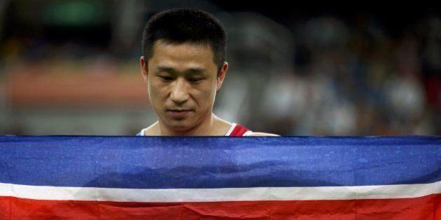 Le llaman 'el atleta más triste de los Juegos' tras celebrar así su oro en