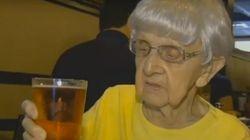 Mildred Bowers asegura que la cerveza es su secreto para llegar a los 103