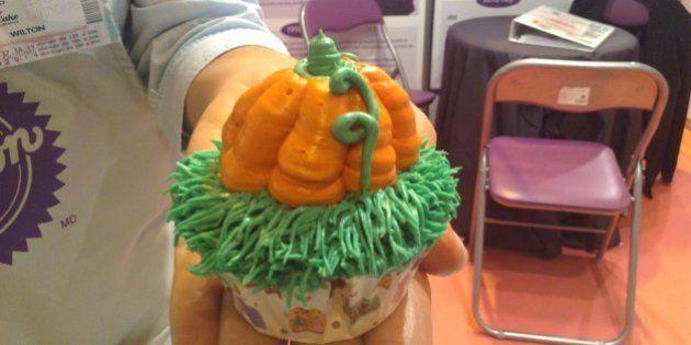 Cupcake de Halloween: 2 recetas para prepararlo en menos de 5 minutos (VÍDEO,
