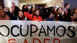 Detenidos 30 miembros de la PAH por encerrarse en el 'banco