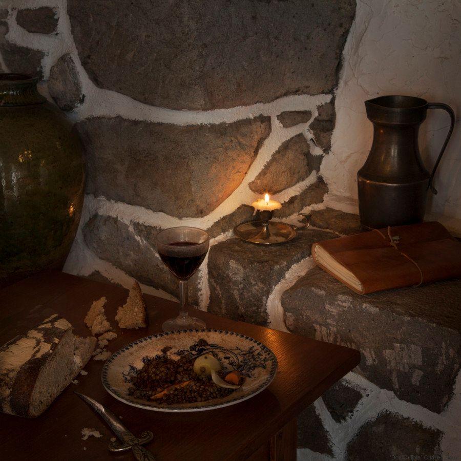 Banquetes de libro: el fotógrafo que recrea los menús de 'El Quijote' y 'Caperucita