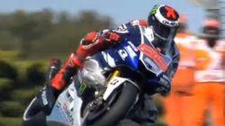 Lorenzo logra la 'pole' tras rodar con una gaviota enganchada a la moto