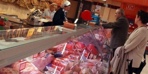 Los precios bajaron cuatro décimas en marzo y la inflación se situó en el