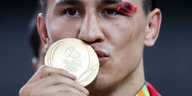 Román Vlásov ganó el oro en lucha grecorromana tras desmayarse en