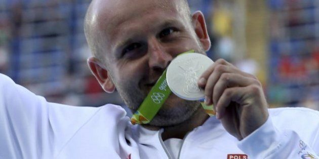 Subasta la medalla que ganó en Río para ayudar a niño con