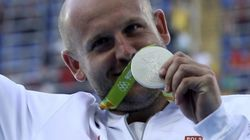 Vende la medalla que ganó en Río para ayudar a niño enfermo de