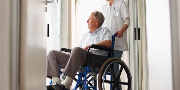 Imputados 15 responsables de residencias de ancianos por darles comida del Banco de