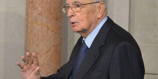 El presidente de Italia, Giorgio Napolitano, descarta dimitir y urge a los líderes a un