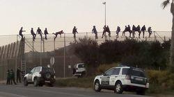 Decenas de inmigrantes intentan saltar la valla de