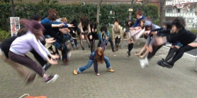 'Makankosappo': colegialas japonesas ponen de moda fotos posando con superpoderes