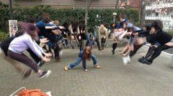 Colegialas japonesas protagonizan la nueva moda de fotos en