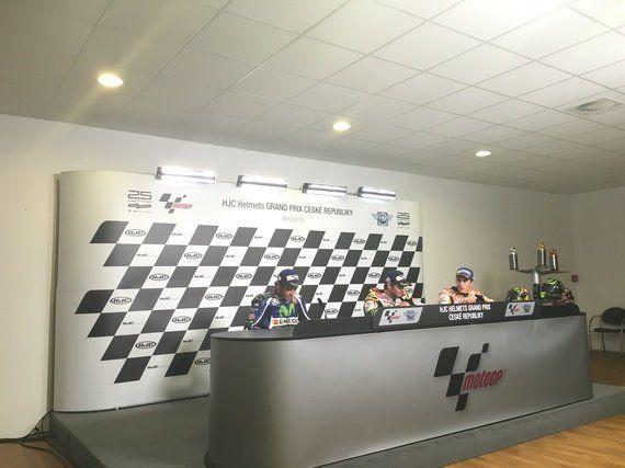Crutchlow gana y Rossi se coloca segundo en el Mundial de
