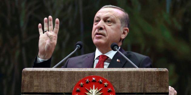 Erdogan amenaza con someter a referéndum las negociaciones con la
