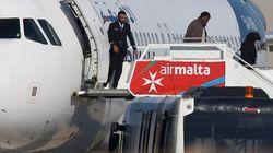 Los secuestradores del avión libio se entregan a la policía en