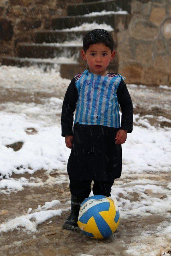El niño afgano fan de Messi ya tiene la camiseta de su