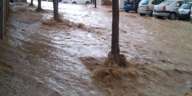 Alerta roja en Málaga por las fuertes lluvias, que han provocado inundaciones en varios