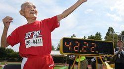 Este japonés corre los cien metros lisos con más de cien