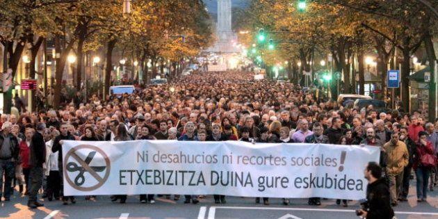 Miles de personas se manifiestan en Bilbao en contra de los