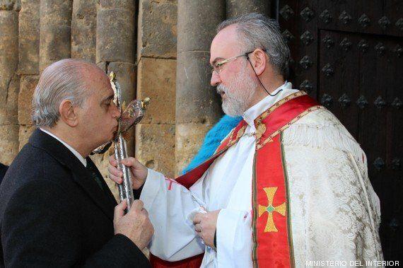 Fernández Díaz, el obispo y la Guardia Civil: cachondeo en Twitter con esta