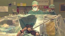 Esta violinista toca mientras le operan el cerebro