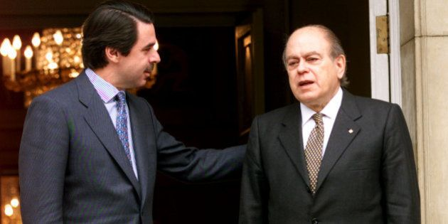 Spanish Prime Minister Jose Maria Aznar (L) talks to Catalan President Jordi Pujol before their meeting...