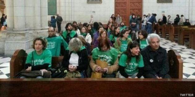 La Policía desaloja a los 30 profesores que estaban encerrados en la catedral de La