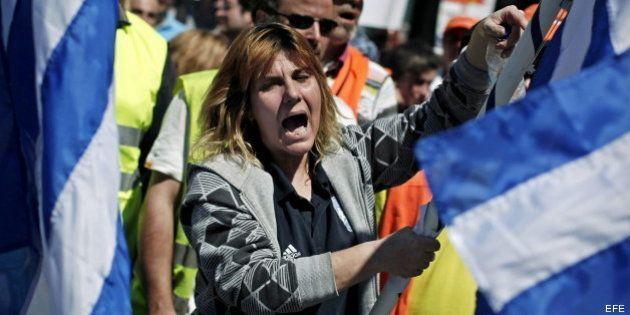 El Gobierno griego aprueba una ley que permitirá despedir a 15.000 funcionarios hasta