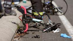 Un octogenario arrolla a 8 ciclistas, matando a dos de