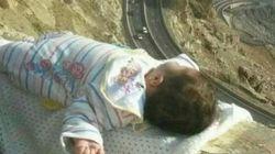 La imagen de un bebé al borde de un precipicio enloquece las redes