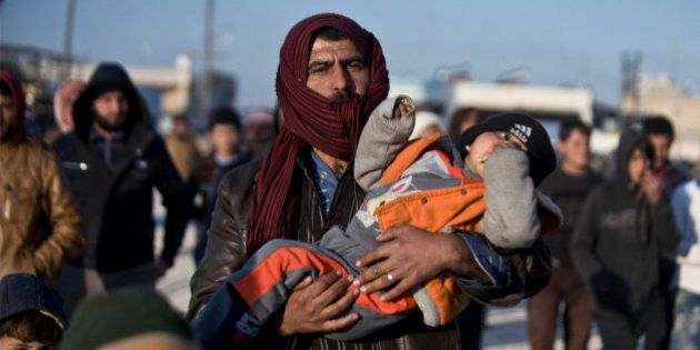 Más de 20.000 personas tratan de escapar a Turquía por el asedio de Alepo