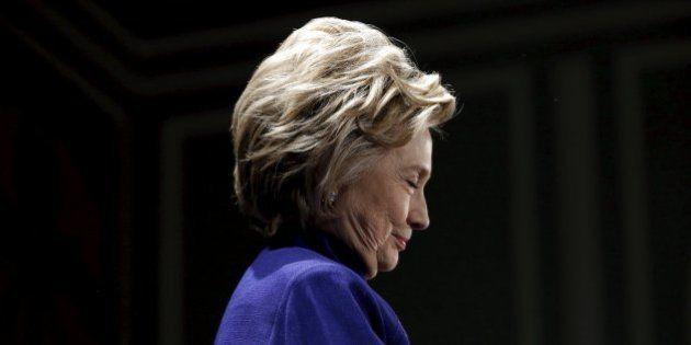 Clinton se entrevista voluntariamente con el FBI por sus correos