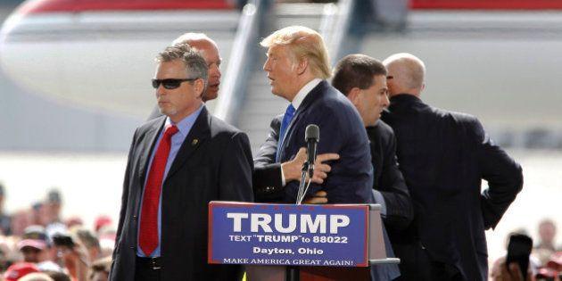 La Policía de Kansas dispersa con aerosol de pimienta a manifestantes contra Donald