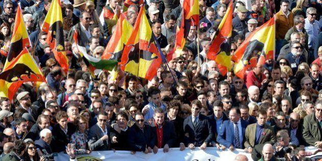 Taurinos y antitaurinos protestan en Valencia