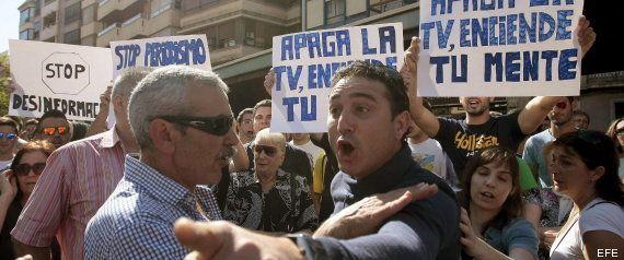 Unos 800 aficionados protestan por el trato dado al lanzador del