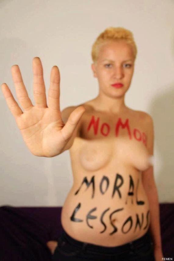 La activista tunecina de Femen Amina Tyler vuelve a colgar fotos protesta en Internet