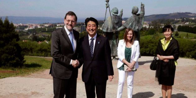 Rajoy hace de guía turístico en Santiago para el primer ministro