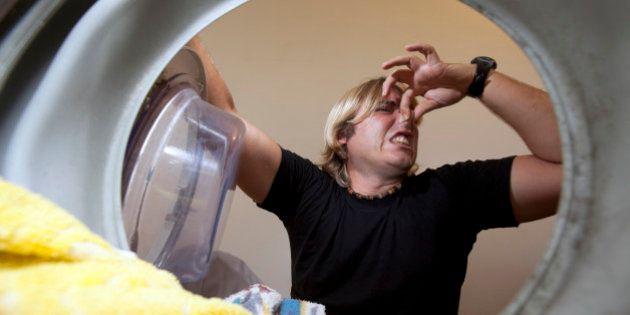 Por qué deberías lavar tu ropa sucia inmediatamente después de hacer