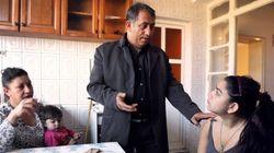 Agreden en Kosovo a la joven expulsada de Francia y a su